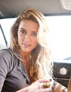 Amber Heard... can I please look like her?!