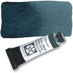 A dark, slightly turquoise blue-green, this innovative color is deep and concentrated, making it an ideal choice when maximum color strength is required. Rich forest shadows benefit from its depth of
