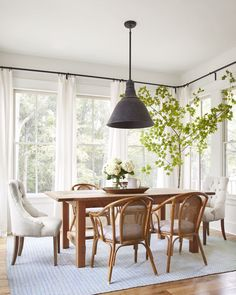 Step Inside One Of The Prettiest Country Farmhouses Weu0027ve Ever Seen. Beachy  RoomDining ...