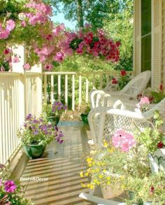 I love front porches! Pretty porch with all the flowers! Cottage Porch, Home Porch, Cottage Style, Cozy Cottage, Outdoor Rooms, Outdoor Gardens, Outdoor Living, Outdoor Decor, Shabby Chic Veranda