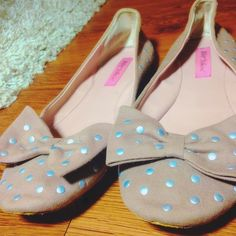 Betsey Johnson studded nude/pink bow flats! Betsey Johnson bow flats that are so feminine and cute! They are a pale pink and the studs are silver! These have been used gently but the only damage is minor scuffing that's hidden on the bottom. Let me know if you have any other questions! Betsey Johnson Shoes Flats & Loafers