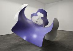 Alice Aycock Wavy Enneper, 2011. Fiberglass, aluminum, acrylic 213,4 x 294,6 x 259,1 cm