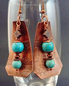 This is my first etched piece... what  do you think? Etched copper earrings with turquoise beads. Available in my Etsy shop, link in bio... #jewelrydesign #jewelry #copper #etched #etchedcopper  #copperearrings #turquoise #turquoiseearrings #etsy #etsysellersofinstagram #madebymylefthand #handmadejewelry #copperjewelry