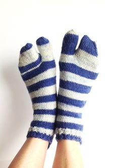 Tabi Short Socks, Hand Knit Unique Split Toe Socks, Japanese Zori Socks, Blue White Stripe Design, Men, Women, Teen, Zori Socks, Geta Socks, by LizSox on Etsy