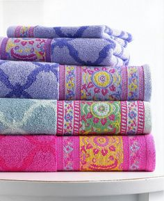 Gorgeous towels! @Melissa Squires McKenzie o Thought you may like these Kenz. I know you looooove colors!