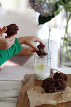 Super Skinny Gluten Free Double Chocolate Oat Cookies  1½ cups rolled oats, ½ cup unsweetened cocoa powder, 1 tsp baking powder, ½ tsp sea salt, 8 stevia packets or ~2½ tsp, ½ cup applesauce or pureed banana (the applesauce in not noticeable, the banana is), ⅓ cup 2% Greek yogurt,½ tsp vanilla extract, 1 TBsp agave, 3 TBsps chocolate chips