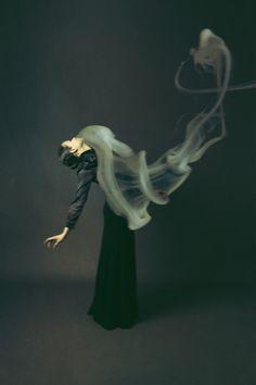 Woman Portraits Showing Chaos with Smoke. Joséphine Cardin, s'est inspirée de la chanson « St. Jude » de Florence + The Machine pour sa nouvelle série « Comfort with Chaos ».