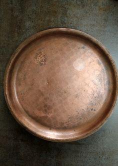Vassoio piatto in metallo ottone zincato di ViadelleRose su Etsy, €16.50