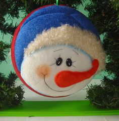 Felt Christmas Decorations, Felt Christmas Ornaments, Christmas Fabric, Christmas Bulbs, Felt Crafts, Christmas Crafts, Fabric Ornaments, Summer Crafts For Kids, Tole Painting
