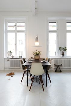Eames chairs around dining table. Easy way to bring modern art into your home. Home Interior, Interior Architecture, Interior Design, Interior Decorating, Decorating Ideas, Modern Interior, Dining Room Inspiration, Interior Inspiration, Furniture Inspiration