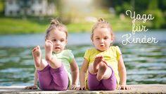 Was ist Kinderyoga und wie führt man die Kleinen ans Yoga heran? Unsere Gastautorin Romana Lorenz-Zapf ist Kinderyoga-Lehrerin und Mutter (also eine echte Expertin).