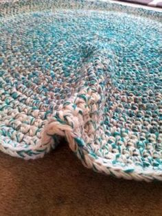 How to Crochet a Round Rag Rug - great tips for keeping the rug flat.