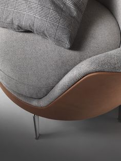 GUSCIOALTO SOFT ARMCHAIR UPHOLSTERED WITH A COMBINATION OF LEATHER AND CASHMERE