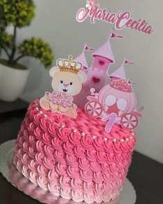 Trufado ao leite #bolomesversario #mesversariomenina #boloursinhaprincesa #ursinhaprincesa #docemaisquedoce Bolo Laura, Christening Party, Disney Princess Party, Paper Cake, Buttercream Cake, Confectionery, Mole, Cake Toppers, Cake Decorating