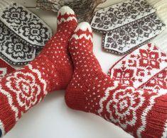 Vottemønster,Sokkemønster ,mønster til pannebånd og mini Selbu 🐑🇳🇴 | FINN.no Mitten Gloves, Mittens, Slippers, Monogram, Socks, Diy Crafts, Knitting, Mini, Diabetes