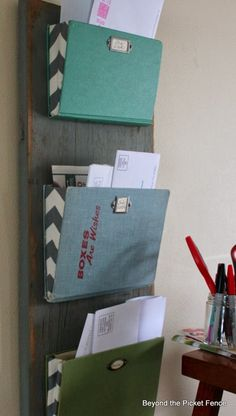 Diy mail organizer with old books Book Crafts, Fun Crafts, Amazing Crafts, Decor Crafts, Ideas Paso A Paso, Office Organization Tips, Organizing Ideas, Organizing Papers, Calendar Organization
