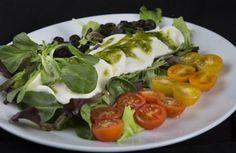 Ensalada Capresse Caprese Salad, Bar, Food, Dishes, Restaurants, Eten, Meals, Diet