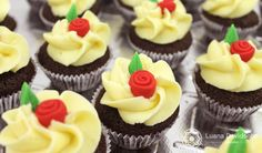 Rosas de pasta americana www.confeitariadaluana.com.br