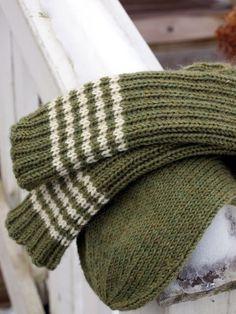 KARDEMUMMAN TALO: sukat Knit Socks, Knitting Socks, Hand Knitting, Yarn Inspiration, My Favorite Things, My Style, Pattern, How To Wear, Fashion