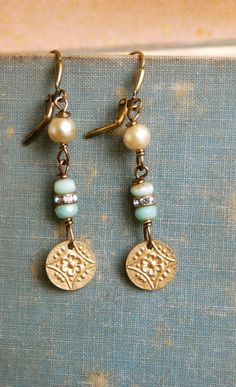 These are oh so lovely! They feature brass flower charms,light green glass beads,rhinestone beads,vintage faux glass pearls on antique brass leverbacks. Perfect for a wedding or a gift for everyday wear. Dainty Earrings, Rhinestone Earrings, Wedding Earrings, Bead Earrings, Earrings Handmade, Turquoise Jewelry, Boho Jewelry, Beaded Jewelry, Vintage Jewelry