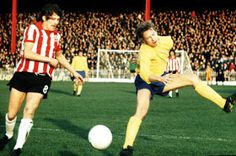 Sheffield Utd 3 Derby Co 0 in Nov 1973 at Bramall Lane. Geoff Salmons and John McGovern in action #Div1