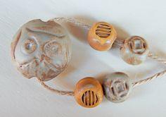 Handmade Set beads-lentil stoneware brown-green Owl . por Majoyoal
