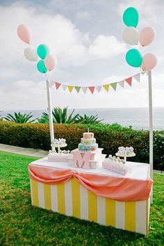 Misha loves balloons, so a hot air balloon birthday party seemed like such a fun way to celebrate the milestone. Vintage Birthday Parties, First Birthday Parties, Birthday Party Decorations, First Birthdays, Girl Parties, Girl Birthday Themes, Birthday Ideas, Cake Table Birthday, Birthday Balloons