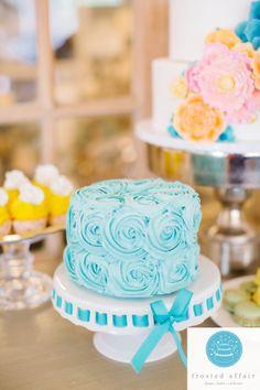 Yummy buttercream swirl cake!