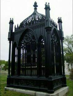 Mini Gothic greenhouse. Neeeeedful things!