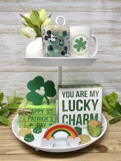 Disney Diy Crafts, Disney Home Decor, Saint Patricks Day Art, Diy St Patricks Day Decor, St. Patrick's Day Diy, 3d Filament, St Patrick's Day Decorations, St Patrick's Day Crafts, Pot Of Gold