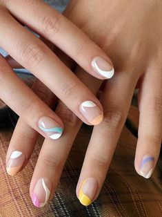 Made up of blocky swoops, squiggly swipes and erratic dots, these are the abstract nail designs you need to try. Subtle Nails, Funky Nails, Stylish Nails, Trendy Nails, Short Nail Designs, Line Nail Designs, Art Designs, Neutral Nail Designs, Abstract Designs