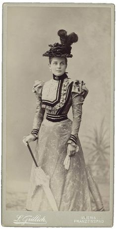 "Princess Zinaida Nikolaevna Yusupova in ""AL"" 1890s Fashion, Edwardian Fashion, Vintage Fashion, Edwardian Style, Belle Epoque, Hyung Tae Kim, Drag Clothing, 19th Century Fashion, Gibson Girl"