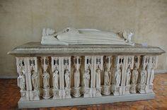 Bourges - Palais Jacques Coeur - Reproduction du tombeau du Duc Jean de Berry (gisant et pleurants) | Flickr: partage de photos! Haunted Graveyard, Famous Historical Figures, Bourges, Effigy, Reproduction, Berry, Macabre, France, Centre