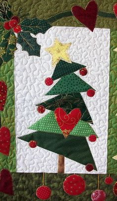 Patchwork christmas cards wall hangings 39 Ideas for 2019 Christmas Tree Quilt, Christmas Patchwork, Christmas Wall Hangings, Christmas Sewing, Christmas Crafts, Christmas Decorations, Christmas Ornaments, Christmas Quilting, Red Ornaments