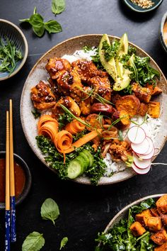 Sheet Pan Korean Chicken Bowl with Sweet Potatoes and Yum Yum Sauce. This colorful Sheet Pan Korean Chicken Bowl with Sweet Potatoes and Yum Yum Sauce is the perfect weeknight dinner. It's colorful, healthy, and beyond good! Salsa Yum Yum, Yum Yum Sauce, Chicken Meal Prep, Chicken Recipes, Recipe Chicken, Keto Chicken, Baked Chicken, Asian Recipes, Healthy Recipes