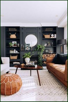 Dark Living Rooms, Living Room Interior, Home Living Room, Living Room Designs, Small Living, Cozy Living, Leather Living Rooms, Black Sofa Living Room Decor, Masculine Living Rooms