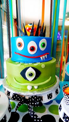 i love the monster cake it is so cute if i ever have a baby boy i would give to him on his 2 birthday