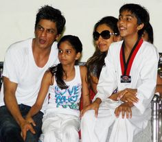 This woman whose daughter used to study in Aryan Khan's class states SRK-Gauri were wonderful parents.