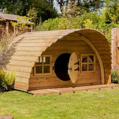Woodland-Cabin-Timber-Roof Even though ancient in concept, the pergola is experiencing somewhat of a contemporary Tiny House Cabin, Tiny House Design, Cabin Homes, Casa Dos Hobbits, Camping Am Meer, Pergola Diy, Gazebo, Timber Roof, Dome House