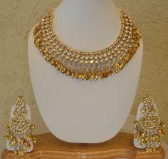 Kundan jewellery has been in demand ever since Aishwarya Rai wore the heavy and stunning Kundan choker necklace in the movie Jodhaa Akbar a. Jewelry Design Earrings, Gold Jewellery Design, Necklace Designs, Gold Jewelry, Jewelery, Tikka Jewelry, Gold Necklaces, Jewelry Stand, Designer Jewelry