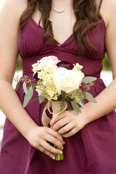 Small wedding bouquets for spring summer weddings / http://www.himisspuff.com/posy-small-wedding-bouquets/8/