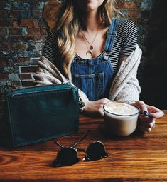 A quick Wednesday coffee break accompanied by our Campbell leather crossbody. via @ ktnewms Cool Instagram, Apple Shape Fashion, Medium Bob Hairstyles, Fashion 2020, Fashion Trends, Fossil Watches, Coffee Break, Cute Outfits, Summer Outfits