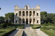 La Villa Emo Capodilista domina il territorio dell'antico feudo medievale di Montecchia: l'edificio fu progettato e decorato nella seconda metà del Cinquecento secondo un raffinato programma celebrativo....>
