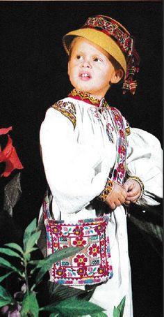 Oas, West Plains Folk Costume, Costumes, West Plains, Captain Hat, Traditional, Beautiful, Beauty, Folklore, World