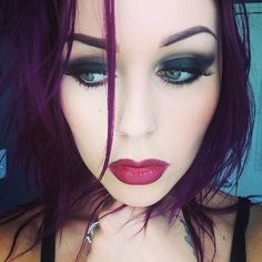 i want this hair color, makeup is pretty too