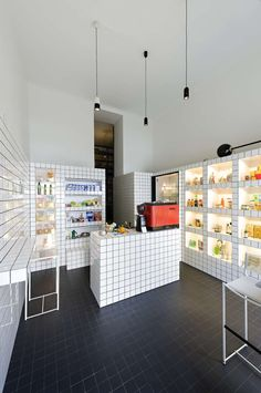 Super Mari' shop and cafe in Vienna by Lukas Galehr where items can be hidden away behind a grid of white ceramic tiles. Interior Desing, Retail Interior, Cafe Interior, Interior Architecture, Interior And Exterior, Brewery Interior, Bakery Design, Restaurant Design, Cafe Restaurant