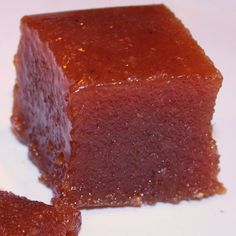 A chewy fudge-like sweet, Guava Cheese is best made with fresh guavas. Most of this vitamin C is found in the skin of the fruit. Guava Cheese Recipes, Mexican Food Recipes, Sweet Recipes, Guava Paste, Guava Jam, Guava Jelly, Spanish Dishes, Cooking Recipes, Vanilla