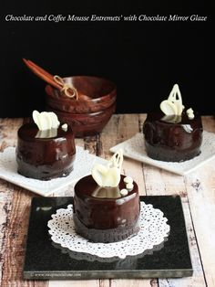 Chocolate and Coffee Mousse Entremet with Chocolate Mirror Glaze Chocolate Mousse Ingredients, Chocolate Custard, Brownie Ingredients, Chocolate Pastry, Cooking Chocolate, Chocolate Recipes, Chocolate Coffee, Chocolate Cakes, Small Desserts