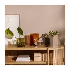 Iittala - Ruutu maljakko Small Flower Arrangements, Small Flowers, Ceramic Materials, Simple Shapes, Art Object, Ceramic Vase, Modern Classic, Colored Glass, Glass Art