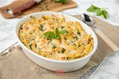 Pasta casserole with salmon and basil cream sauce - Do you love casseroles and fish? Then this recipe is for you! This pasta casserole with salmon and - Fruit Recipes, Pasta Recipes, Healthy Recipes, A Food, Good Food, Food And Drink, Pizza E Pasta, Pasta Casserole, Potato Salad